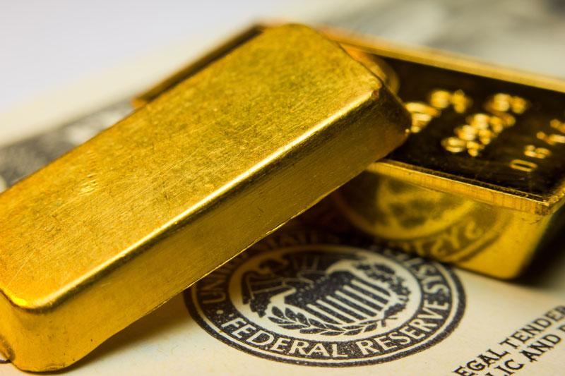 Gold Declines Below $1,900 amid Stronger Corona and Dollar