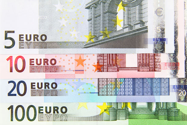Euro Rises in ECB Meeting Aftermath