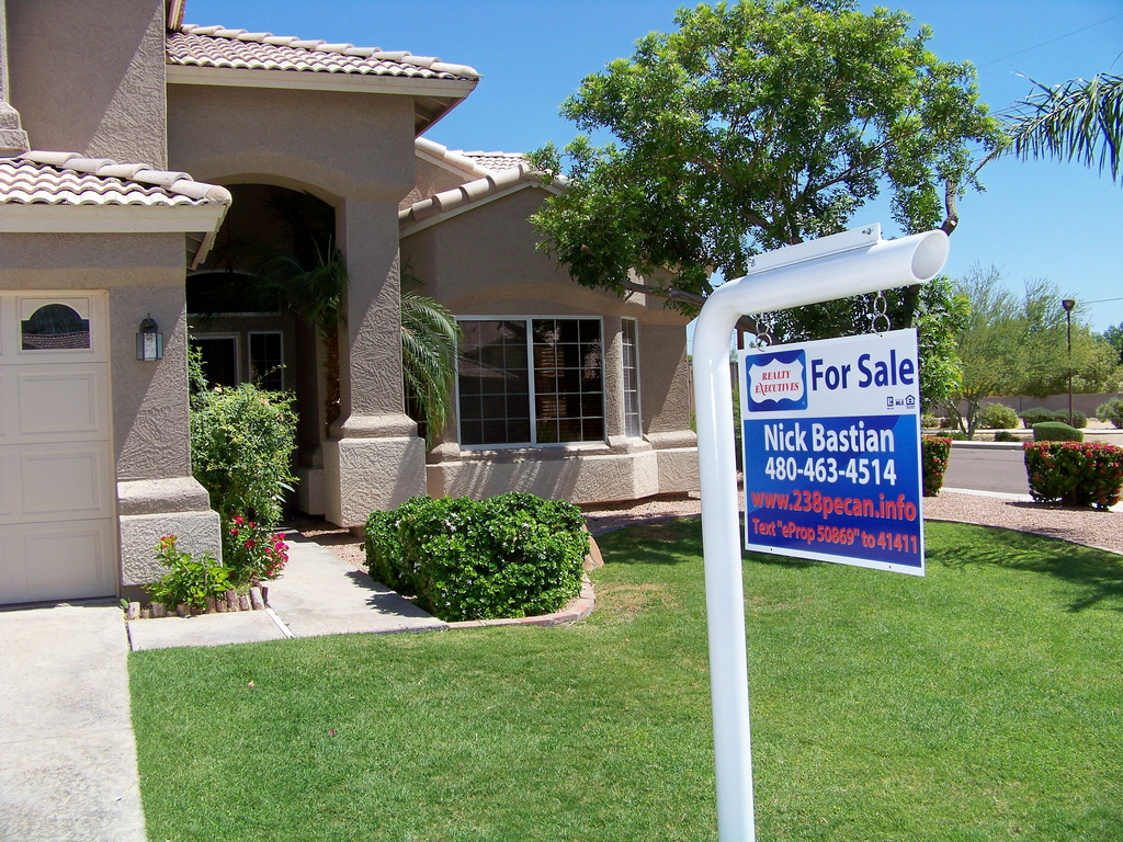 Higher Mortgage Rates, Low Inventory Lead to Unexpected Drop in Home Sales