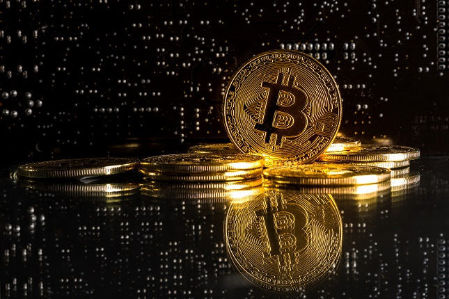 Bitcoin Back in the Red and Holding on to $11,000