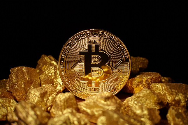 Gold attempts to stabilize while Bitcoin extends rally