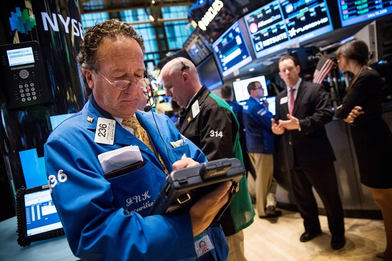 """Asian Markets Mixed On """"Fake News"""", Trade Concerns Weigh On EU, Strong Earnings Lift US"""