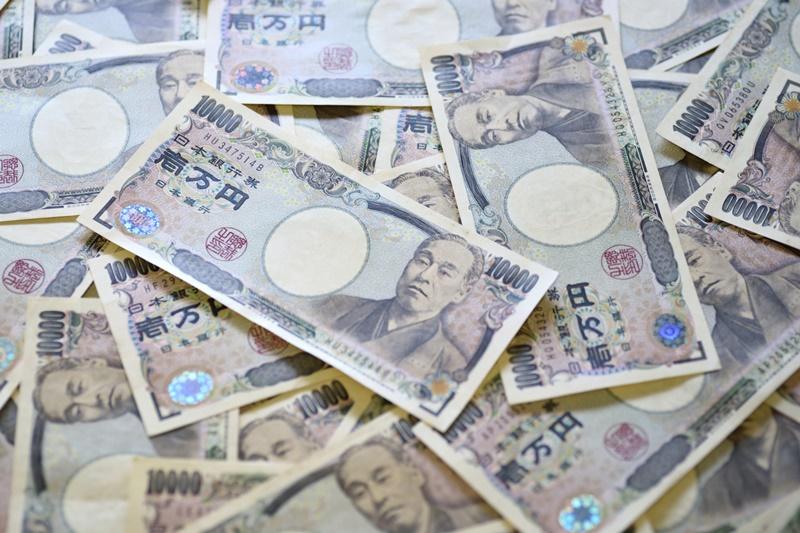 Japanese Yen Tumbles as Risk Sentiment Rebounds