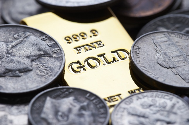 Gold Declines Despite Powell's Easy Stance