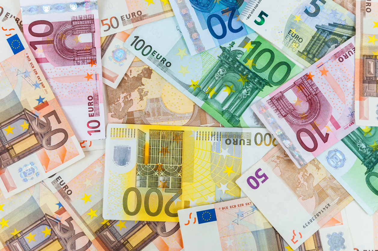 EUR/USD Price Forecast – Euro Finding Support at 50 Day EMA Again