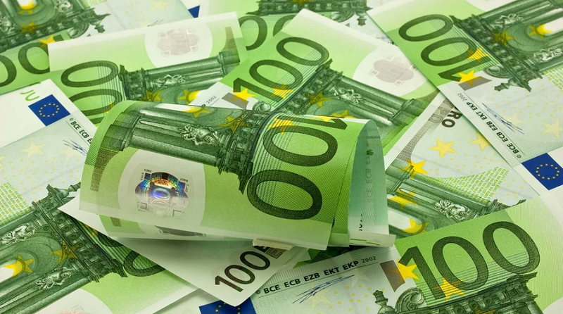 EUR/USD Weekly Price Forecast – Euro Pulls Back From Trendline