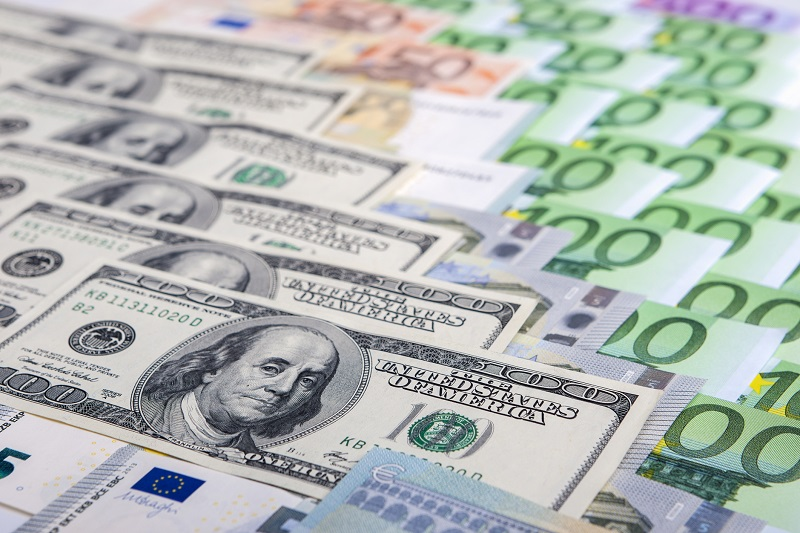 EUR/USD Bearish Freefall Drops 200 Pips and Reaches 1.09