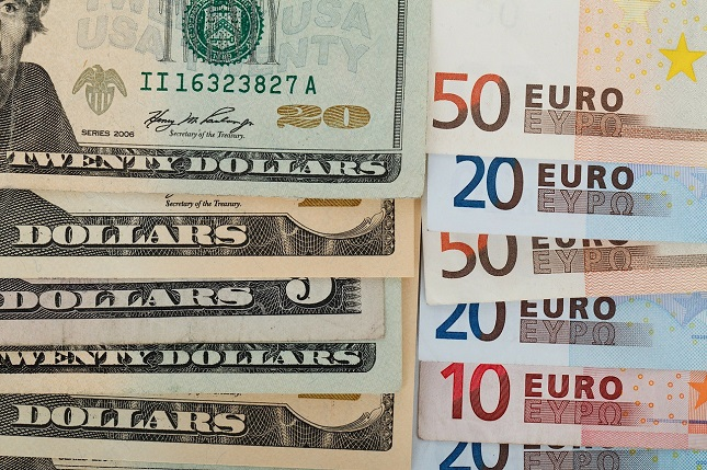 EUR/USD Rallies to Test 200-Day MA as Fed Rate Cut Expectations Rise