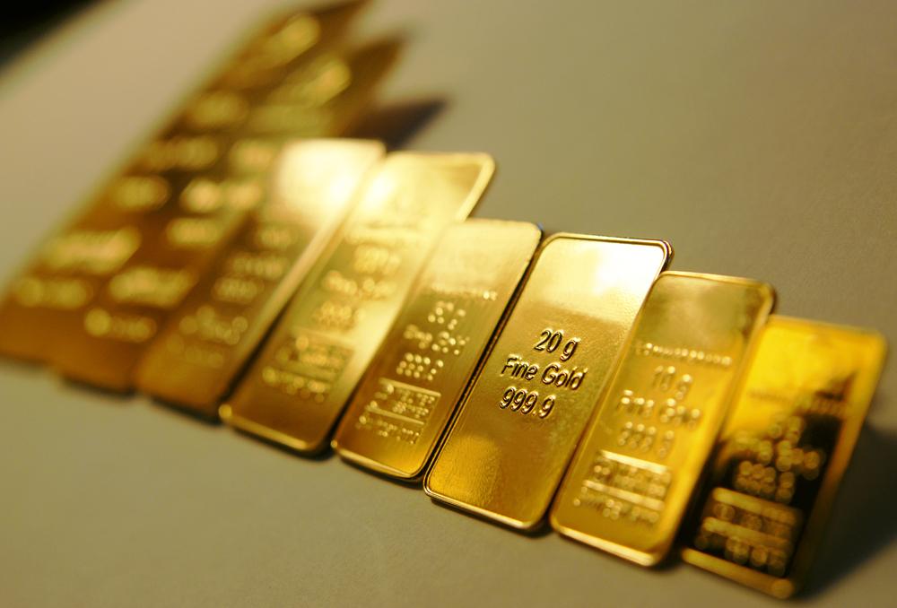 Gold Price Prediction – Prices Slip Despite a Decline in the Greenback as GDP Tumbles