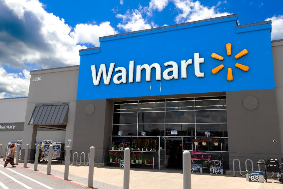 Walmart Posts Record Surge in Q2 Online Sales; Buy with Target Price $150