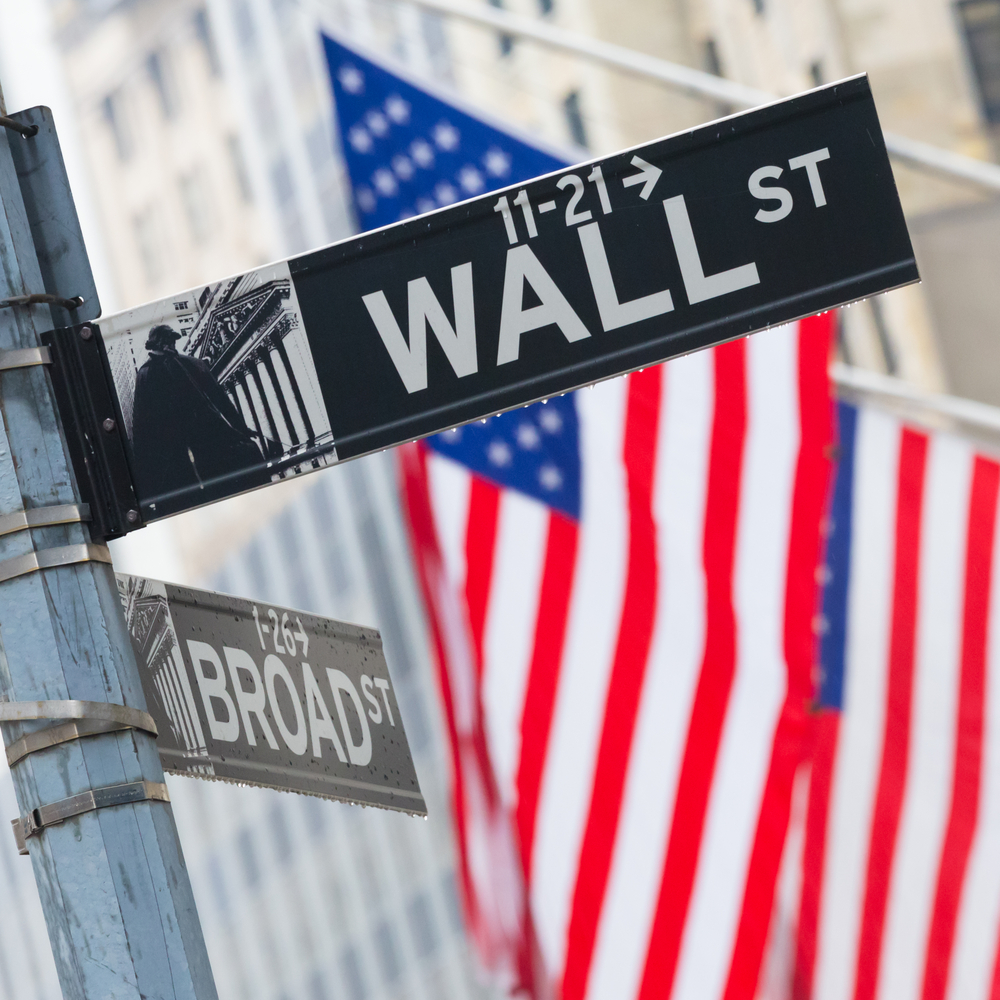 Wall Street Finishes Mixed as Apple Split Forces Dow Reshuffle