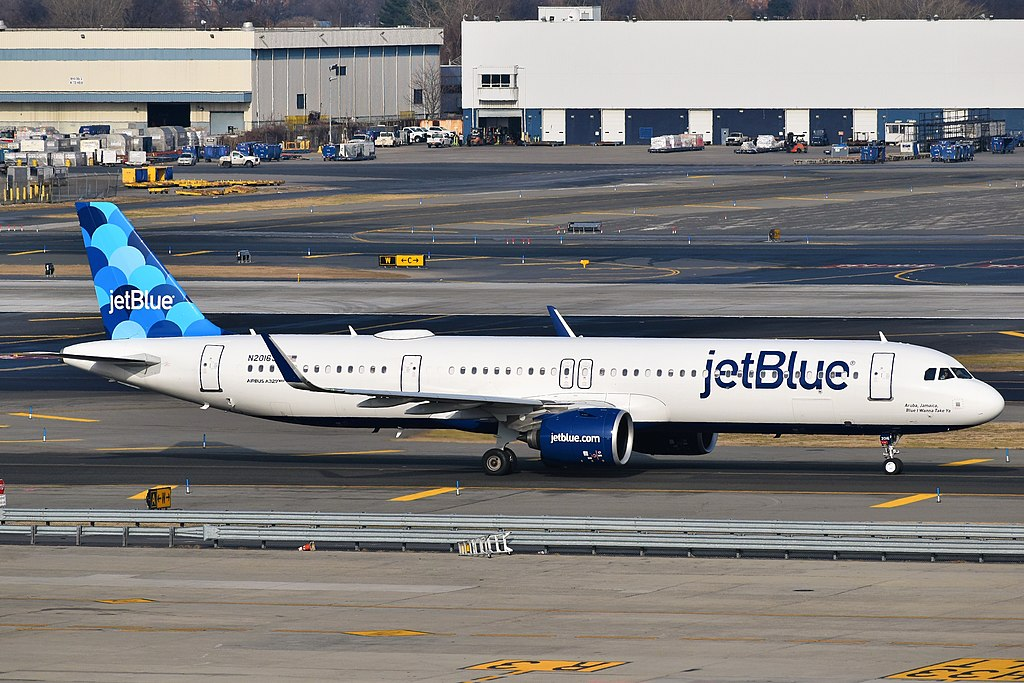 JetBlue Forecasts Revenue to Plunge 70% in Q4 as Fresh Spike in COVID-19 Cases Hurts