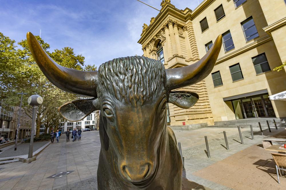 Stocks Move Higher As Stimulus Talks Make Progress