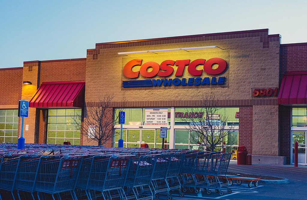 Costco Wholesale Misses Earnings Estimates; Analysts Cut Target Price