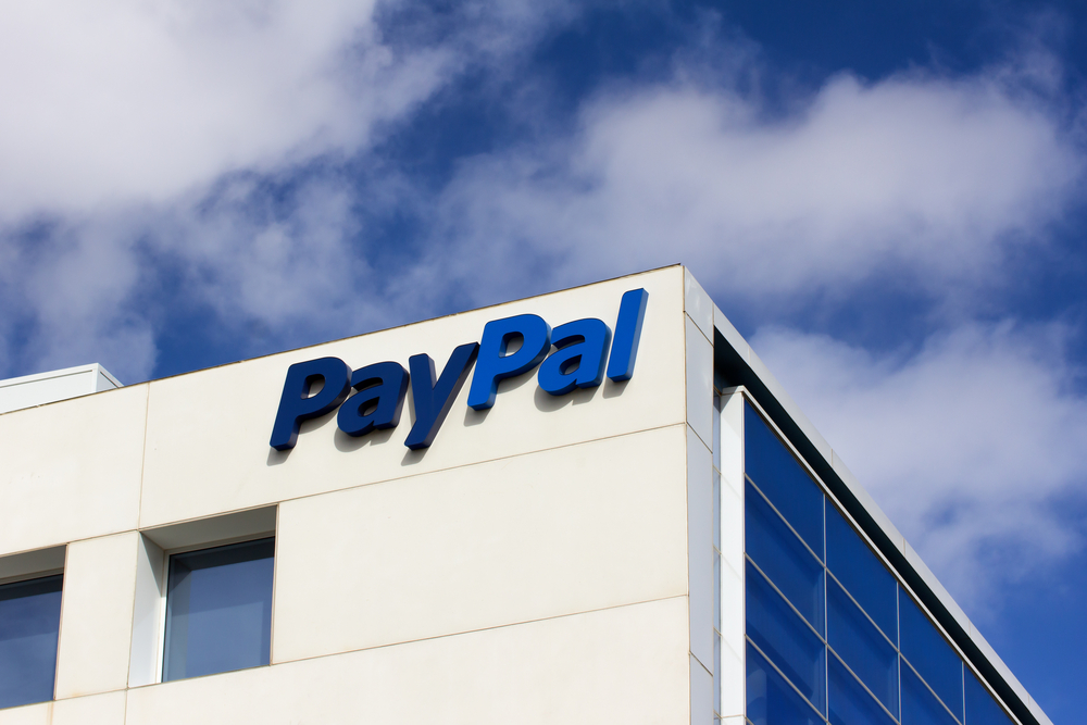 PayPal Shares Trade Flat Despite Launching Crypto Payments