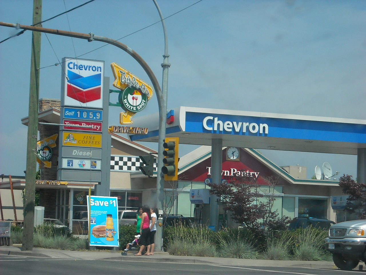 Chevron Shares Fall About 3% After Q1 Revenue Disappoints