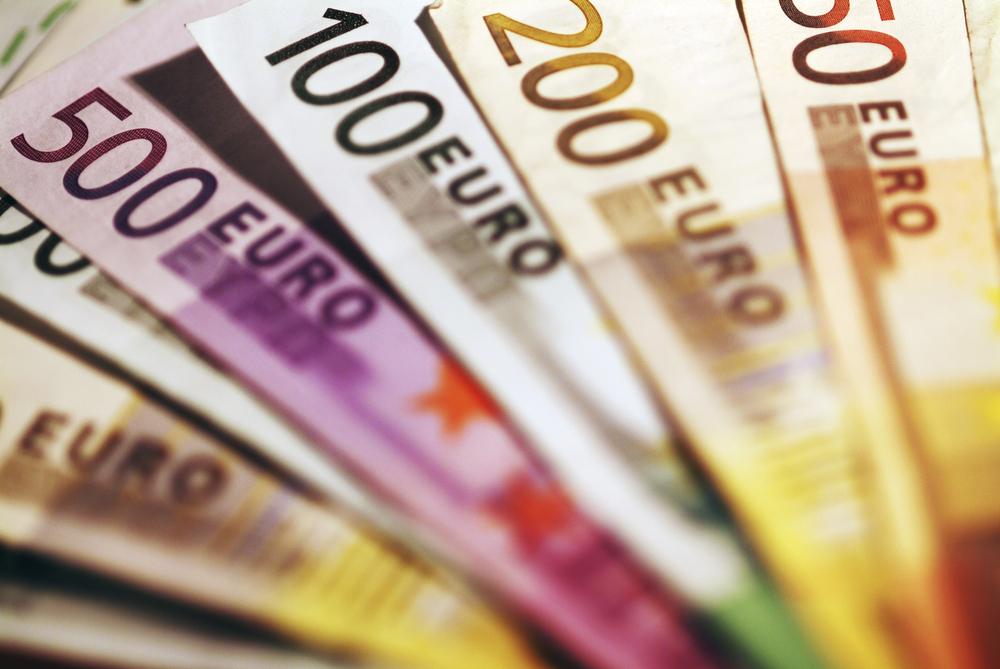 EUR/USD Daily Forecast – Euro Is Under Pressure At The Start Of The Week