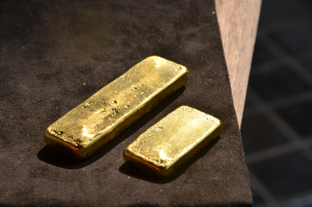 Gold Trades Lower Within A Narrow Trading Range