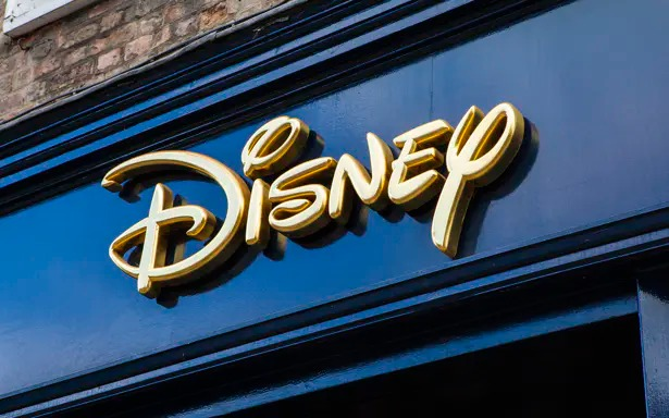 Disney Slumps to Support Ahead of Earnings