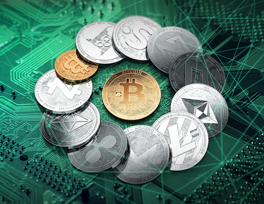 Different cryptocurrencies in a circle with a golden bitcoin in