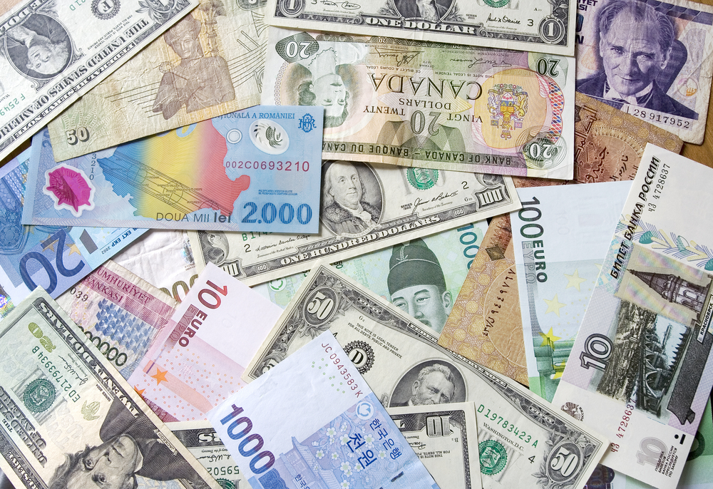 Rates and Currencies Act like They are From Different Planets