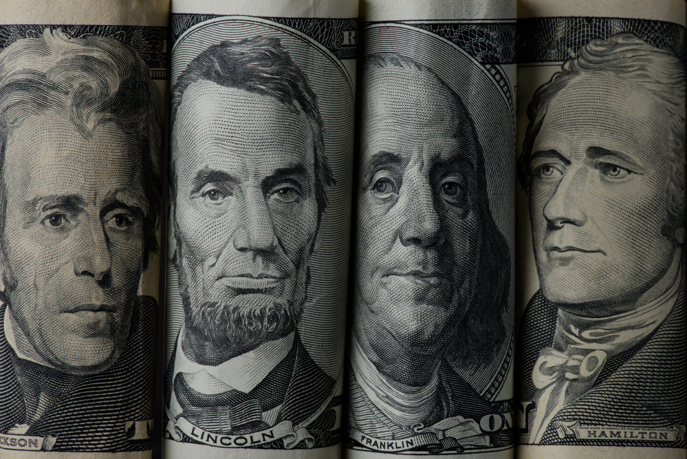 A Quiet Economic Calendar Leaves Growth Concerns and the Dollar in Focus