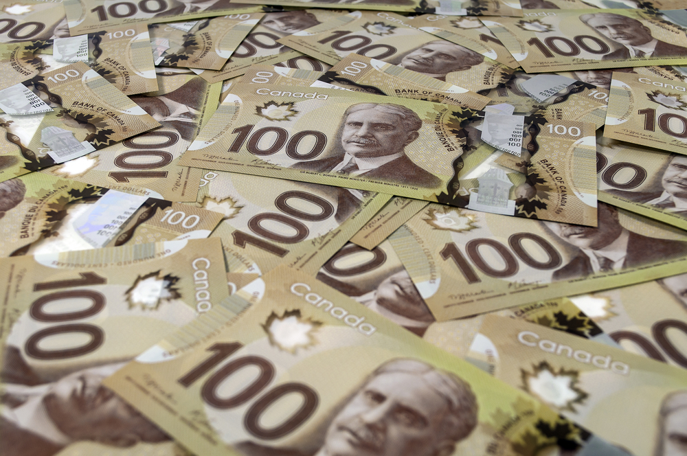USD/CAD: Loonie Hits One-Week High on Firm Oil Prices, Better-Than-Expected Retail Sales