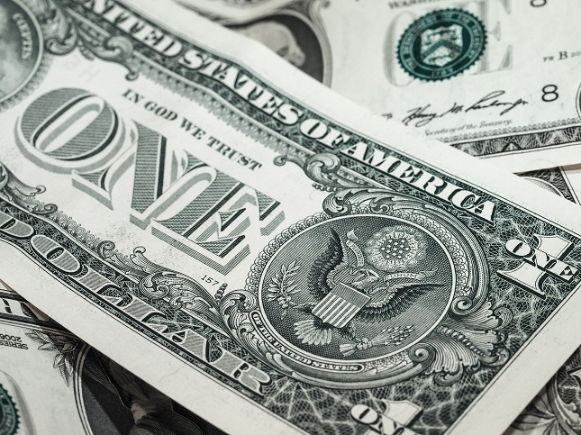 Dollar Falls From Three-Month High as Traders Unwind Risk