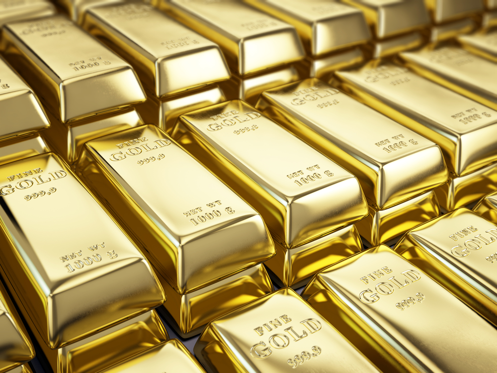 Gold Hovers Above $1800 as Investors Await Powell's Speech on Friday
