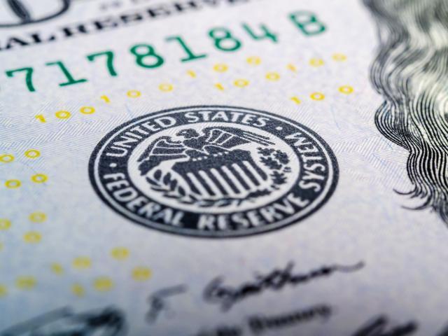 Dollar Picks Up Bullish Momentum, FOMC Minutes on The Radar