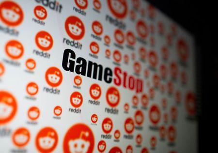 GameStop Tumbles as Reddit Darling Mulls Share Sale