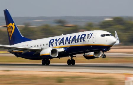 Ryanair Says Slow EU Vaccine Rollout to Hit Passenger Forecast
