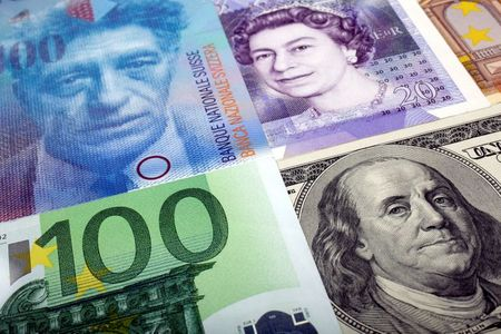 Sterling Sinks to 5-Week Low vs. Euro, One-Week Low vs Dollar