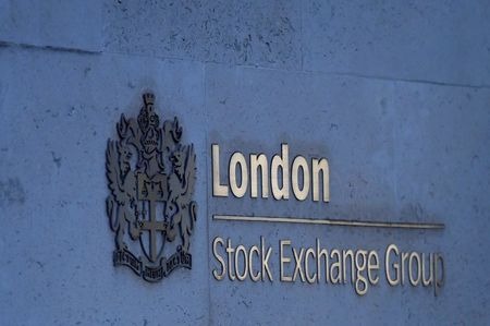 Strong Earnings Drive FTSE 100 Higher; Midcaps Underperform