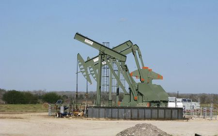 Oil Falls on India COVID Crisis, Easing of Pipeline Outage Fears