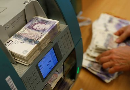 Sterling Drops as COVID 'pingdemic' Hits Rebound in July