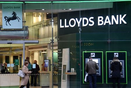 Lloyds Restores Dividend as Profits Recover on Brighter Outlook