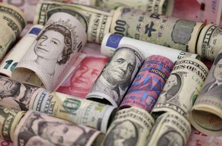 Dollar Index Climbs After U.S. Retail Sales Show Surprise Rebound
