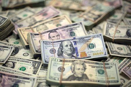 Dollar Climbs as Evergrande Uncertainty Percolates