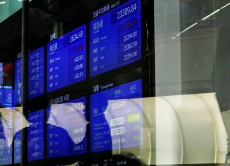 Asian Stocks Hit Month High, Gold Gains Ahead of U.s. Jobs Data