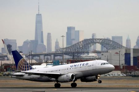 U.S. Airlines See Recovery Signs, United Expects to End Cash Burn in March