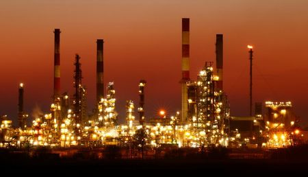 Oil Falls as Suez Opens, Focus Turns to OPEC+ Output Cuts