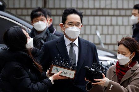 Samsung Leader Jay Y. Lee Attends Trial Amid Calls for Pardon