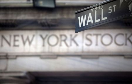 S&P 500 Nears Record High on Stimulus Hopes, Strong Eearnings