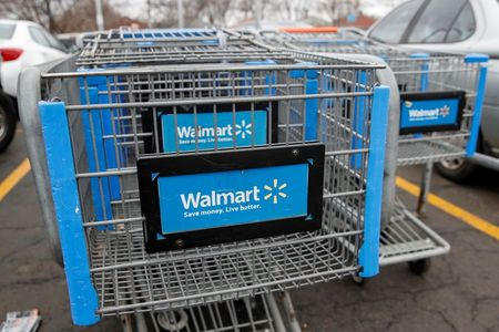 Walmart Bumps Up Hourly Wages For Over Half a Million U.S. Workers by $1 Ahead of Holidays