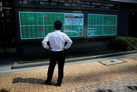 Asian Stocks Stumble on China Tech Worries