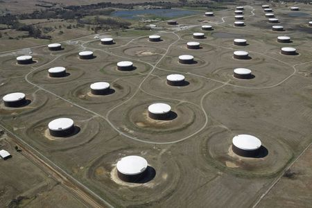 Oil Prices Dip on Concerns About Possible Return of Iranian Supply