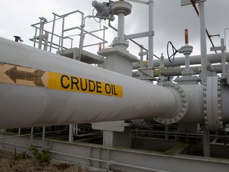Óleoduto com petróleo no Texas, EUA.