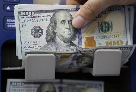 Dólar abre em torno de R$5,20 de olho em BCE