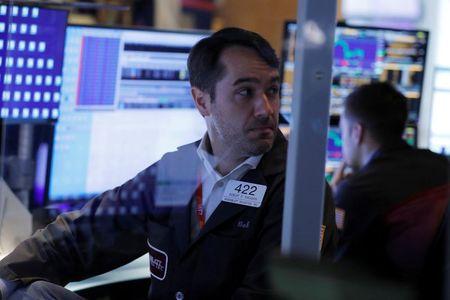 Operadores trabalham na Bolsa de Nova York, EUA